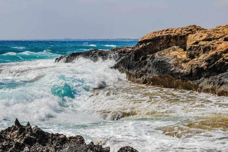 Tide coast waves